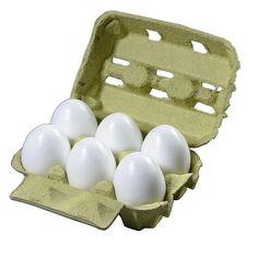 Con la caja de huevos hacemos cofres para guardar nuestros objetos más importantes como los lápices y los colores.