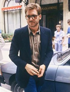 Love how the dark blue blazer works with these jeans - Harrison Ford 1980