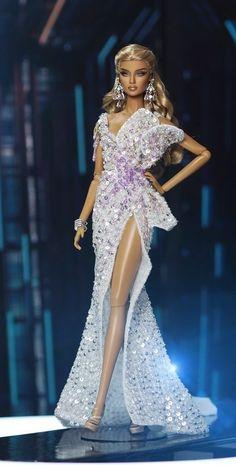 Barbie Gowns, Barbie Clothes, Evening Dresses, Prom Dresses, Formal Dresses, London Painting, Barbie Miss, Lifelike Dolls, Beautiful Barbie Dolls