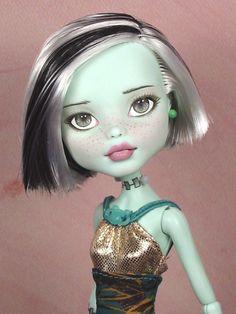 Frankie - OOAK 1/6 Frankie Stein Monster High Custom Repaint by Ellen Harris | eBay