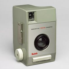 Brownie Vecta camera, by Kenneth Grange for Kodak, from the V & A's exhibition British Design 1948 - 2012 History Of Photography, Photography Camera, Pregnancy Photography, School Photography, Portrait Photography, Fashion Photography, Wedding Photography, Old Cameras, Vintage Cameras