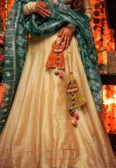 Colorful And Beautiful Latkan For Wedding Lehenga! big katputli<br> Check some colorful and beautiful latkan for wedding lehenga to make it look more elegent. These latkan designs includes Tassel, beaded and many more. Indian Wedding Outfits, Indian Outfits, Indian Designer Outfits, Designer Dresses, Banarasi Lehenga, Anarkali, Saree Tassels Designs, Mehendi Outfits, Blouse Designs