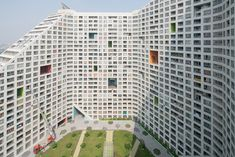 MVRDV has completed Future Towers, an enormous apartment building in Pune, India, featuring blocks with sloping roofs and courtyards Green Architecture, Residential Architecture, Contemporary Architecture, Architecture Design, Low Cost Housing, Construction Cost, Apartment Complexes, Dream House Plans, Affordable Housing
