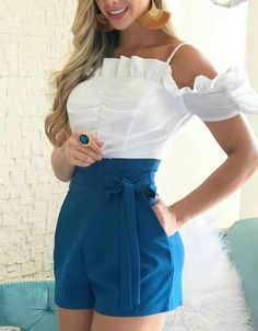 Look con shorts para mujeres maduras | Tendencias 2019 - 2020 Date Outfit Casual, Casual Dresses, Short Dresses, Casual Outfits, Fashion Dresses, Love Fashion, Womens Fashion, Fashion Design, Fashion Trends