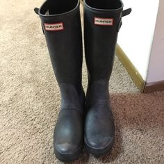 Black Matte Hunter rain boots size US 6M/7F Black matte!!! Just needs cleaned! Excellent condition and barely worn. Will take lower on ♏️ercari Hunter Boots Shoes Winter & Rain Boots