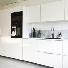 6 Buoyant Cool Ideas: Minimalist Living Room Decor Home Office minimalist decor white beds.Minimalist Interior Apartment House Tours minimalist home tour couch. Minimalist Bedroom Boho, Minimalist Home Interior, Minimalist Furniture, Minimalist Kitchen, Minimalist Living, Minimalist Decor, Modern Minimalist, Ikea Metod Kitchen, White Ikea Kitchen