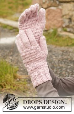 "Knitted DROPS gloves in ""Karisma"". ~ DROPS Design"