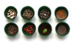 homemade chocolates, perfect for Christmas! Raw Chocolate, Healthy Chocolate, Chocolate Recipes, Fructose Free Recipes, Homemade Chocolates, Clean Eating, Healthy Eating, Plant Based Diet, Healthy Treats