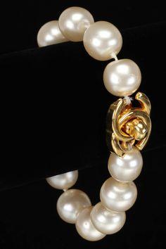lovely chanel pearl bracelet
