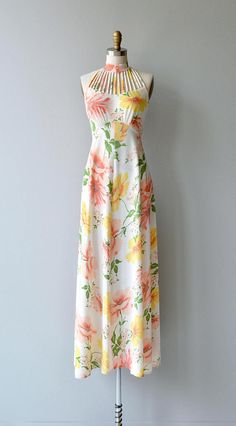 Vintage 1970s maxi dress with pink and yellow floral print, cage halter neckline, semi-open back, empire waist, open back and back zipper. --- M E A S U R E M E N T S ---  fits like: xs bust: 32-34 waist: 25-25.5 hip: up to 42 length: 58 (measured from collar to hem) brand/maker: n/a condition: excellent  ✩ layaway is available for this item  To ensure a good fit, please read the sizing guide: http://www.etsy.com/shop/DearGolden/policy  ✩ more vintage dresse...