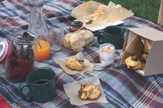 I love everything about this! it looks like camping and a picnic all wrapped up into one!