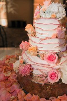 Wedding cake idea; Photo: Jeremy Chou Photography