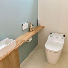 Arquitectura Tutorial and Ideas Toilet Room Decor, Small Toilet Room, Guest Toilet, Bathroom Toilets, Bathroom Renos, Toilet Shelves, Washroom Design, Downstairs Bathroom, Dream Bathrooms