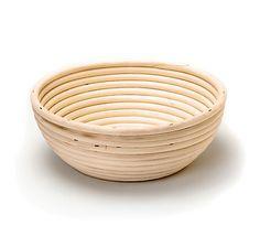 Runde Brotform aus Peddigrohr, als Gärform oder Brotkorb zu verwenden – jetzt bei Servus am Marktplatz kaufen. Serving Bowls, Decorative Bowls, Tableware, Wood, Wood And Metal, Play Dough, Dinnerware, Tablewares, Dishes