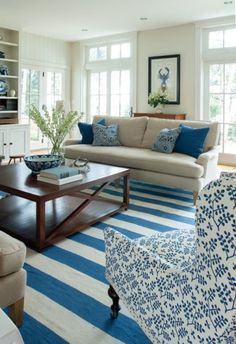 Coastal style home decor defined – Bright and breezy, Coastal Style transports you straight to the beach, no matter where you call home. Experts say you can pull off the look even if you're hundreds of miles from a shoreline. women beauty and make up Coastal Living Rooms, Home Living Room, Living Room Designs, Living Room Decor, Decor Room, Cottage Living, Cottage House, Country Living, Tiny House