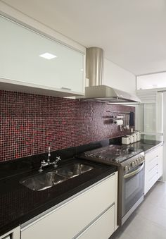 Uma casa descolada para esportistas. Veja: http://casadevalentina.com.br/projetos/detalhes/uma-casa-descolada-para-um-casal-esportista-561 #decor #decoracao #interior #design #casa #home #house #idea #ideia #detalhes #details #style #estilo #casadevalentina #modern #moderno #kitchen #cozinha