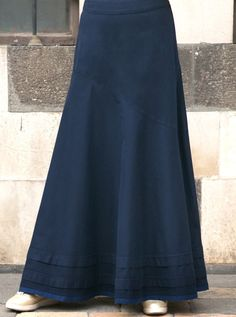 One of our most popular skirts is back for the season! Elegant, practical, and versatile, this skirt covers all the critical style basics. Denim Skirt Outfits, Womens Maxi Skirts, Jeans Rock, Mode Hijab, Flare Skirt, Casual Dresses, Maxi Dresses, Dress Skirt, Hijab Office