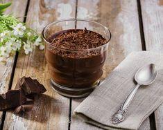 Crème au chocolat au thermomix. Je vous propose une recette de dessert, une crème au chocolat, simple et facile à réaliser au thermomix.