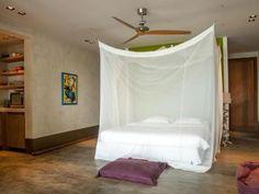 Nos Sono - Slaapkamer met paarse kussen voor op de grond