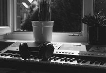 10 Best Headphones for Digital Piano - Digital Piano Planet Flat Web Design, Minimal Web Design, Calming Music, Relaxing Music, Best Digital Piano, Android Tutorials, Instrumental Beats, Music For Studying, Free Beats