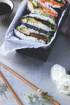 Onigirazu, japanische Sushi Sandwiches. Veganes und glutenfreies Rezept Japan Sushi, Sushi Sandwich, Onigirazu, Sandwiches, Vegan Recipes, Vegan Food, Veggies, Ethnic Recipes, Gluten Free Recipes