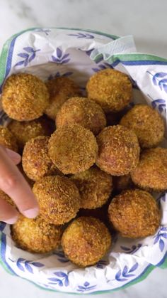 Cod and Rice Cake- Bolinho de Arroz e Bacalhau How about a different recipe with Easter cod? This cookie is practical and delicious! Healthy Fruit Desserts, Healthy Snacks, Healthy Recipes, Tasty Videos, Food Videos, Cooking Recipes, Cooking Eggs, Budget Cooking, Cooking Games