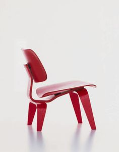 Charles & Ray Eames have spent yeaers experimenting with plywood that conforms to the human body. They achieved this by eventually creating the chairs within the Plywood Group.