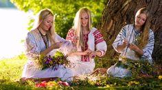 Шлях.бел Сардэчна запрашаем у Беларусь! Ласкаво просимо в Білорусь! Добро пожаловать в Беларусь! Witamy na Białoruś! Welcome to Belarus! Willkommen in Weißrussland! Bienvenue en Biélorussie! Bienvenido a bielorrusia! #girl #waytobel #vyshivanka #belarus #travel #folk  #flag #ornament