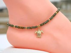 My turtle anklet, custom anklet by CustomAnkletsByLori on Etsy - DIY Schmuck Ankle Jewelry, Body Jewelry, Men's Jewelry, Diamond Jewelry, Silver Jewelry, Jewelry Accessories, Diy Schmuck, Schmuck Design, Beach Jewelry