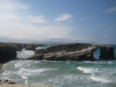 Fotografía cedida por Andy Roberts. Esta imagen de la playa gallega de Las Catedrales ilustra el artículo 'La imagen de la felicidad' de El Blog de Campos. ¡No os lo perdáis!