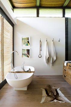 Inside Athena Calderone's Bright Hamptons Home - Living - Rip & Tan Home Interior, Bathroom Interior, Modern Bathroom, Spa Bathrooms, Master Bathrooms, Bathroom Inspo, Basement Bathroom, White Bathroom, Bathroom Renovations