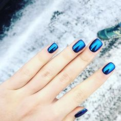 Cute Nail Designs For Spring – Your Beautiful Nails Blue Chrome Nails, Chrome Nail Art, Metallic Nails, Blue Nails, Metallic Blue, Red Gold, Hair And Nails, My Nails, Nail Art Vernis