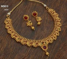Indian Gold Necklace Designs, Gold Jewellery Design, Gold Jewelry Simple, Bridal Jewelry, Antique Jewelry, Fashion Jewelry, Hands, Old Jewelry, Bridal Bridal Jewellery
