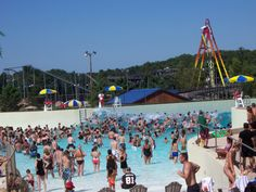 Wisconsin Dells offers awesome water parks resorts. Families can spend a short summer vacation there and enjoy the heat.