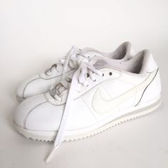 Vintage Nike Cortez White Snakers! Womens size 6.5. Condition: preowned vintage shows minor wear. Brand: Nike Size: US womens 6.5