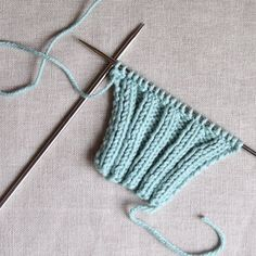 Have you ever noticed baggy purl stitches in your 2x2 ribbing? Try this cool trick and make your ribbing pop.