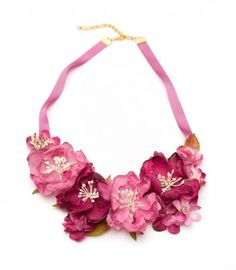 Collar babero Spring Roses fucsia Cloth Flowers, Fabric Flowers, Flower Necklace, Crochet Necklace, Collar Floral, Jewelery, Jewelry Necklaces, Mixed Media Jewelry, Beaded Collar