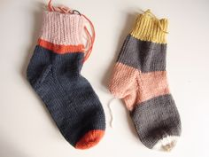 Use up those scrapes on super cute colorblock socks! - from alessandra taccia's blog