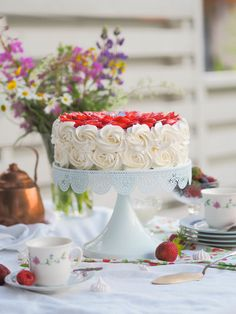 Perinteinen Paras Mansikkakakku (GL) Most Delicious Recipe, Delicious Cake Recipes, Yummy Cakes, Yummy Food, Cake Fillings, Easy Baking Recipes, Frosting Recipes, Let Them Eat Cake, No Bake Cake