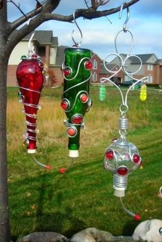 Something to do with the wine bottle.Humming bird feeders made from old wine bottles Old Wine Bottles, Wine Bottle Crafts, Bottles And Jars, Bottle Art, Wine Bottle Bird Feeders, Glass Bottles, Yard Art, Diy Projects To Try, Craft Projects