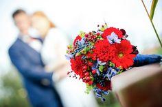#Brautstrauss rot-blau mit Beeren# Bridal bouquet red-blue with berries #Herbst#autumn#created by Karsten Flöter#Foto:Auf Wolke 7 und-merkmale, Berlin