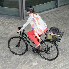 Bask-it Trunk, el canasto de bicicleta de mayor capacidad de Racktime. Puedes utilizarlo para llevar grandes mochilas, bolsos o para colocar todas tus compras del supermercado.