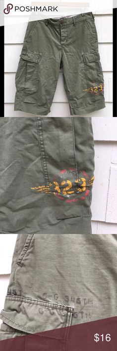 "Ralph Lauren Army Green Bermuda Cargo Shorts Ralph Lauren Rugby Army Green Bermuda Cargo Utility Shorts Womens Size 4  100% Cotton  Lots of pockets  Graphics on both front legs  Great condition with no holes, stains or other flaws to mention.  Length from waistband 23""  Rise 12""  Inseam 12""  Waist 33"" Ralph Lauren Shorts Cargos"
