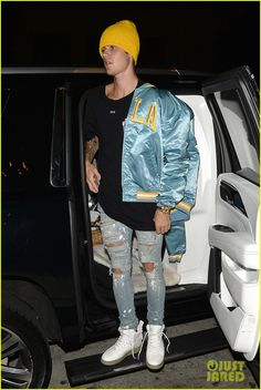 Justin Bieber Dons UCLA Gear Before Heading to Soccer Game: Photo Justin Bieber had fun playing in a soccer match today! Justin Bieber Outfits, Justin Bieber Style, Justin Bieber Photos, Urban Fashion, Boy Fashion, Mens Fashion, Urban Style Outfits, Stylish Mens Outfits, Mode Streetwear