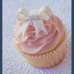 Pretty bow cupcake!