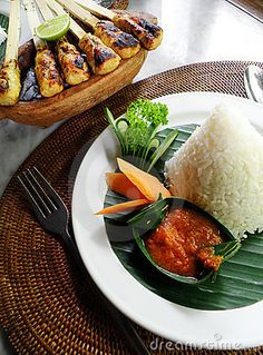 Ethnic asian food of Bali - meat sate kebabs by Joanne Zh, Carnivore, Indonesian Cuisine, Asian Recipes, Ethnic Recipes, Food Presentation, Tasty Dishes, I Love Food, Food Inspiration, Great Recipes