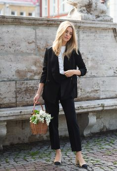 french fashion style tips everyone should know 8 Fashion Outfits, Womens Fashion, Fashion Tips, Fashion Trends, Teen Crop Tops, Minimal Fashion, Minimal Chic, French Fashion, Classic Fashion