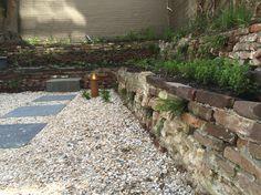 Diemelgroenvoorzieningen Tuin renovatie met behoud van originele oude elementen gecombineerd met een weelderige beplanting
