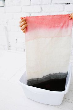 DIY dip dye placemats (or any fabric) |  Tutorial from designlovefest