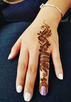 Trendy and stunning 140 finger mehndi designs for 2020 brides! Trendy and stunning 140 finger mehndi designs for 2020 brides!,Mehendi Trendy and stunning 140 finger mehndi designs for 2020 brides! Mehandi Design For Hand, Mehndi Designs For Kids, Henna Tattoo Designs Simple, Finger Henna Designs, Simple Arabic Mehndi Designs, Mehndi Designs For Beginners, Mehndi Design Photos, Henna Designs Easy, Mehndi Designs For Fingers